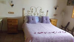 A bed or beds in a room at Casa Rural APAR LA CAÑADA