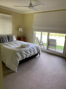 A bed or beds in a room at Molly Morgan Vineyard