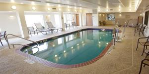 The swimming pool at or near Holiday Inn Express & Suites Yankton, an IHG Hotel