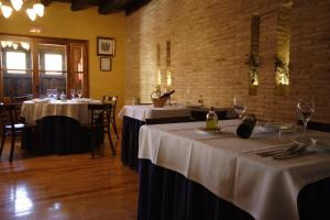 A restaurant or other place to eat at Hotel Casa Valero