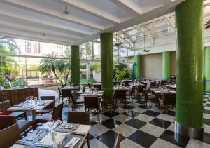 A restaurant or other place to eat at Estanplaza International