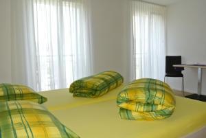 Ein Bett oder Betten in einem Zimmer der Unterkunft Hotel Garni Bären Bazenheid