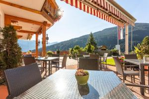 A restaurant or other place to eat at Hotel-Pension Lackenbauer