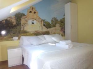 A bed or beds in a room at The Way Hotel Molinaseca