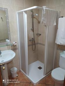 A bathroom at Antiguo Casino de los Arribes