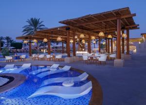 Piscina di Anantara Qasr al Sarab Desert Resort o nelle vicinanze