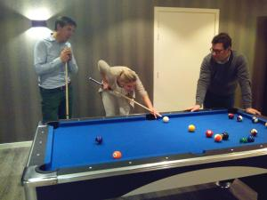 A pool table at Charmehotel Kruishof