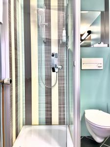 A bathroom at ART-Hotel Braun