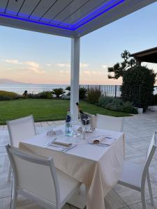A restaurant or other place to eat at Hotel Punta Negra