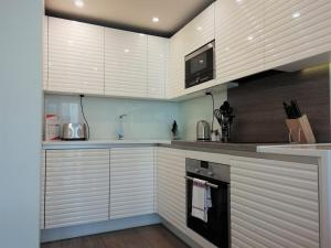 A kitchen or kitchenette at Clerkenwell Serviced Apartments