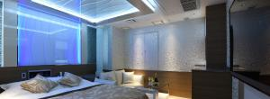 A bed or beds in a room at HOTEL W-PARTY-W GROUP HOTELS and RESORTS-