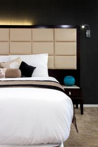 A bed or beds in a room at VR Queen Street Hotel & Suites