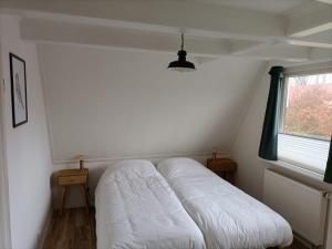 Een bed of bedden in een kamer bij De Welvaart - Hotel Restaurant