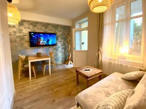 Telewizja i/lub zestaw kina domowego w obiekcie Sopot Spa Apartment