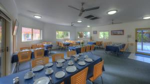 A restaurant or other place to eat at Yamba Motor Inn