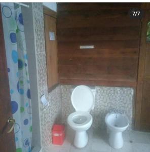 A bathroom at Albergue Gaia