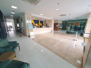 The lobby or reception area at Athos Bulcão Executive