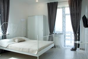 A bed or beds in a room at Alpine Valley Holiday