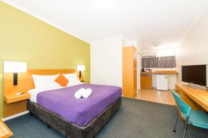 A bed or beds in a room at ibis Styles Geraldton