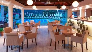 A restaurant or other place to eat at Hotel Yannis Corfu