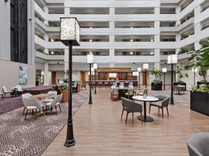 A restaurant or other place to eat at Sheraton Suites Chicago O'Hare