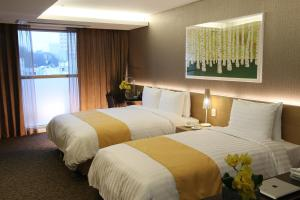 A bed or beds in a room at Aventree Hotel Busan