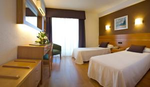 A bed or beds in a room at Hotel Villa Naranjos