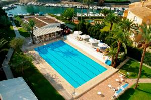 A view of the pool at Hotel Villa Naranjos or nearby