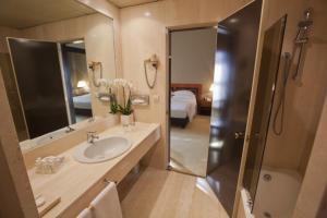 A bathroom at Palace Hotel
