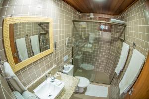 A bathroom at Cantinho dos Anjos Suítes