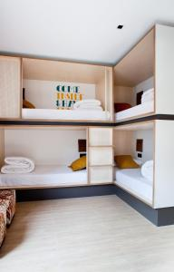 A bunk bed or bunk beds in a room at Toc Hostel Sevilla