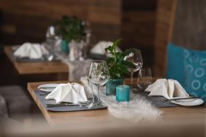 Ein Restaurant oder anderes Speiselokal in der Unterkunft Wohlfühlhotel Berwanger Hof