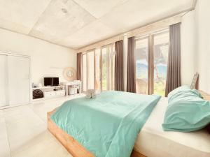 A bed or beds in a room at Volcano Terrace Bali