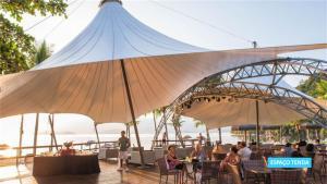 Um restaurante ou outro lugar para comer em Vila Galé Eco Resort Angra - All Inclusive
