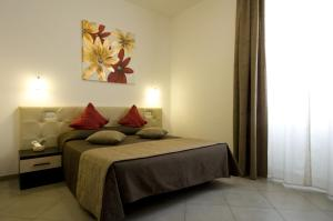 A bed or beds in a room at Ara Pacis Inn