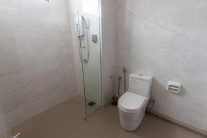 A bathroom at Scott Service Suites Sdn Bhd