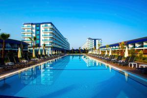 Бассейн в Eftalia Marin Resort или поблизости