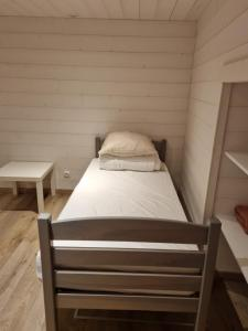 A bed or beds in a room at L'Eterlou