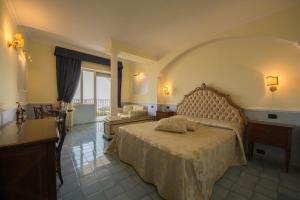 A bed or beds in a room at Hotel San Francesco