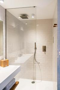 A bathroom at B&B Achilles