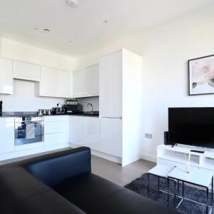 A kitchen or kitchenette at Grosvenor Apartments One