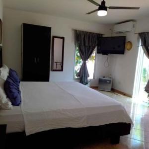 """Cama o camas de una habitación en Casa """"La Huerta """"Habitación Privada con alberca"""