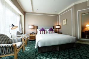 A bed or beds in a room at Hotel Allamanda Aoyama Tokyo