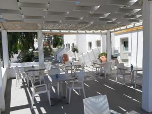 A restaurant or other place to eat at Kalisperis Hotel