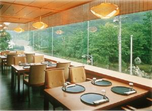 A restaurant or other place to eat at Unazuki Kokusai Hotel