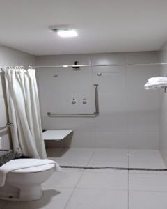 A bathroom at Villa d'Oro Hotel