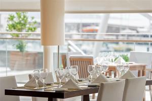 Un restaurante o sitio para comer en Hotel Marina Atlântico