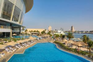 The swimming pool at or near Conrad Abu Dhabi Etihad Towers