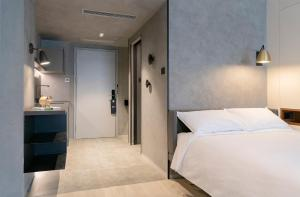 A bed or beds in a room at Stey-Wangfujing