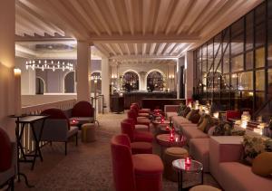 En restaurang eller annat matställe på Sinner Paris